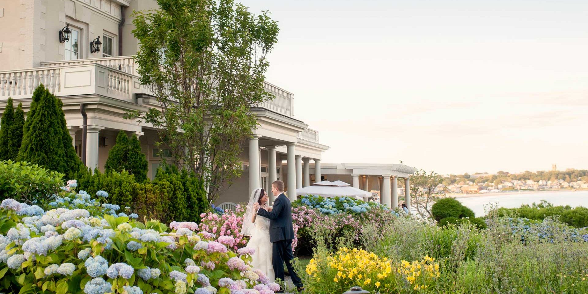 beautiful wedding at the chanler at cliff walk