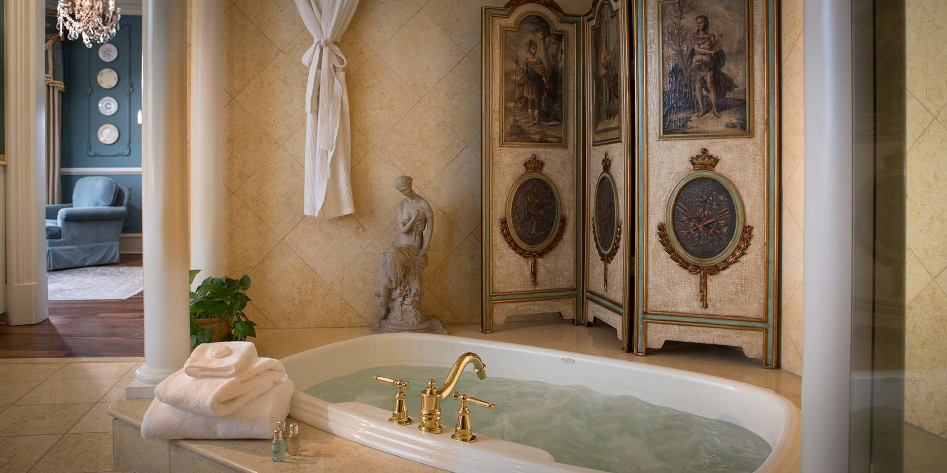 Separate jetted tub inside the Renaissance Guest Room bathroom